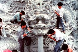 National college graduates stone carving camp opens in Quanzhou