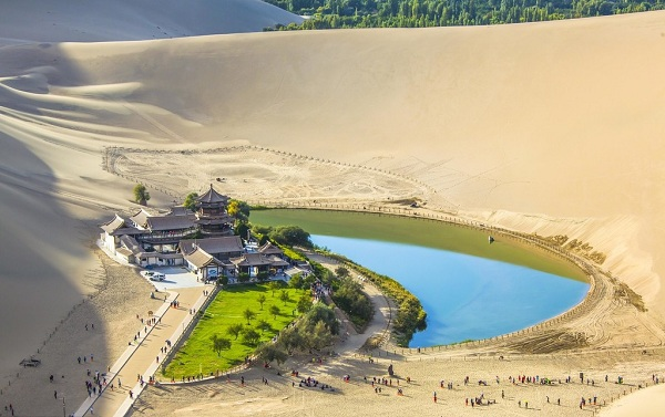 Crescent Moon Spring, Dunhuang