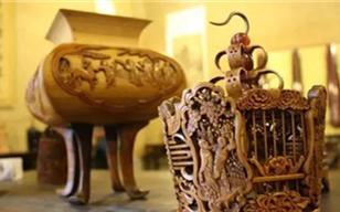 Artist carves Qingming Shanghetu on bamboo