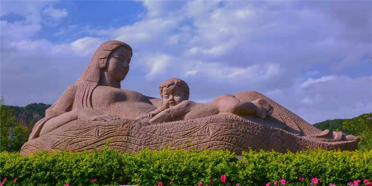 The statue 'Yellow River — The Mother'