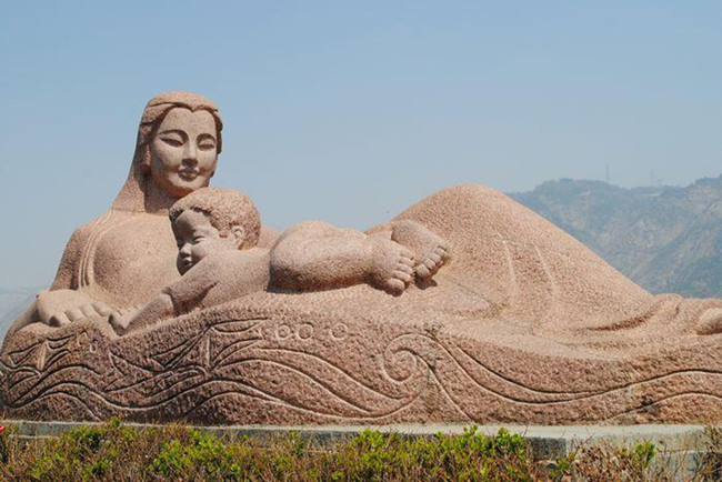 """The statue """"Yellow River — The Mother"""".jpg"""