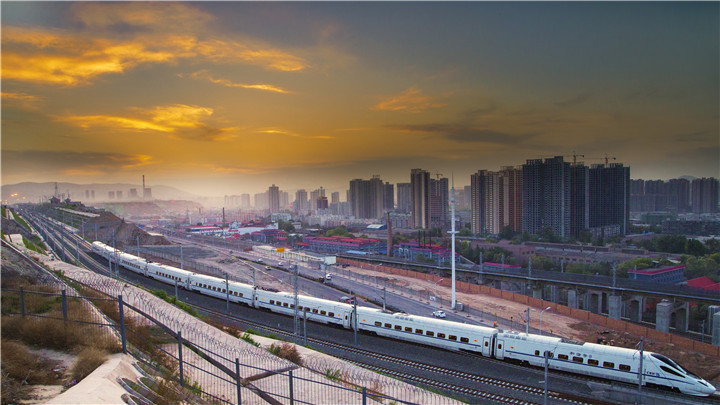 A high-speed rail passes through Qilihe district