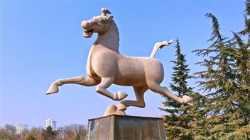 Video: Bronze statue of Running Horse in Xiaoxihu Park