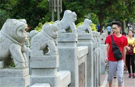 Leizhou's worship of stone dogs