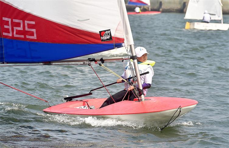 Young athletes set sail in Zhanjiang