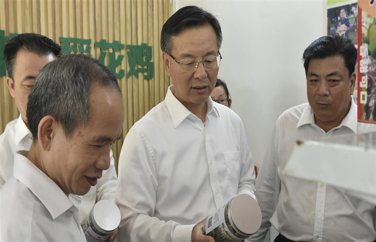Zhanjiang mayor inspects poverty-alleviation work in Xuwen