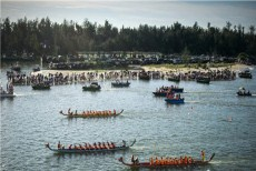 Dragon boat race kicks off in Suixi, Zhanjiang