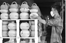 Time-honored Hengshan pottery-making tradition back in vogue