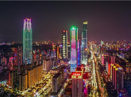 1《崛起的邕城》卢伊琳 手机13607864396  2019年9月30日摄于埌东   0549-61_副本.jpg