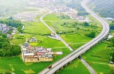 Hechi-Baise Expressway boosts Hechi development