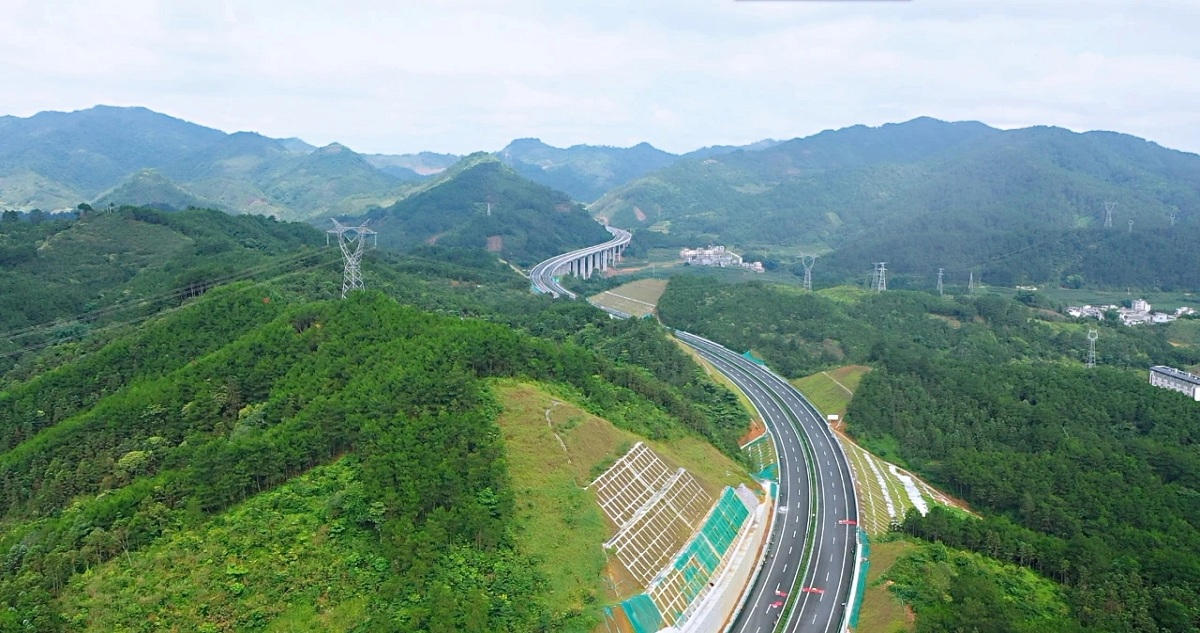 Expressway brings development opportunities for Hechi enterprises