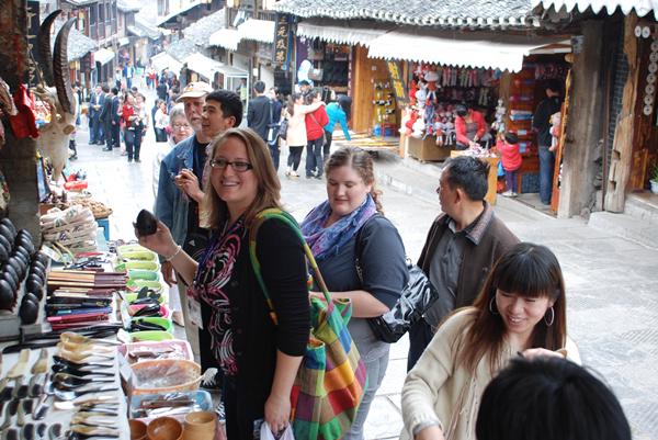 在青岩古镇,无论是吃、喝、玩、乐、赏,所有东西都充满了浓厚的古韵色彩1_副本.jpg