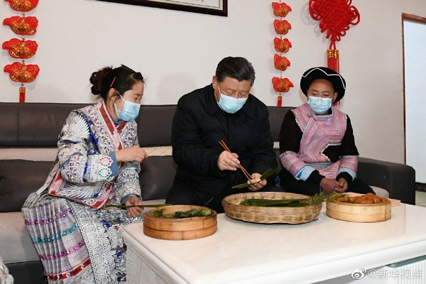 Xi makes traditional snack with villagers