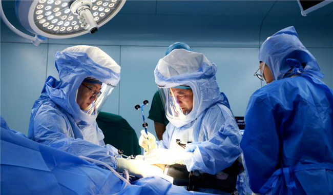 Cutting-edge robot-assisted surgeries completed at Hainan medical pilot zone