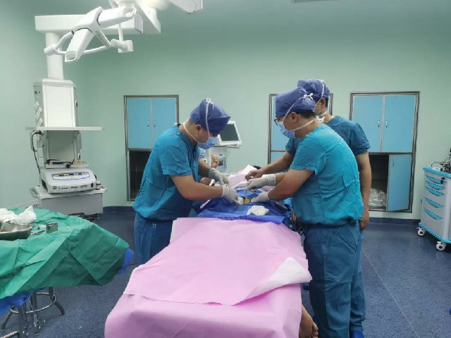 楽城にて整形外科の世界的リーディングカンパニーの革新的機器による初の治療が成功