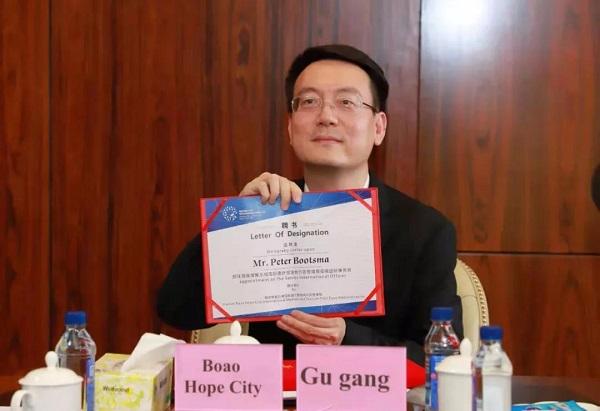 Бывший известный европейский дипломат присоединился к Лэчэн