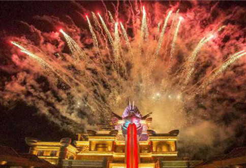 Sanya water park starts holding evening shows