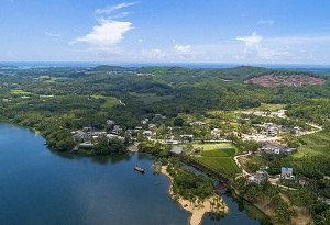 Stunning rural scenery attracts visitors to Hainan village