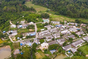 Poverty-stricken village in Hainan transforms into beautiful countryside