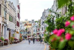 Strolling through historical Haikou Qilou Old Street