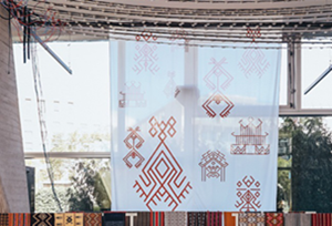Traditional Li textiles showcased in UNESCO