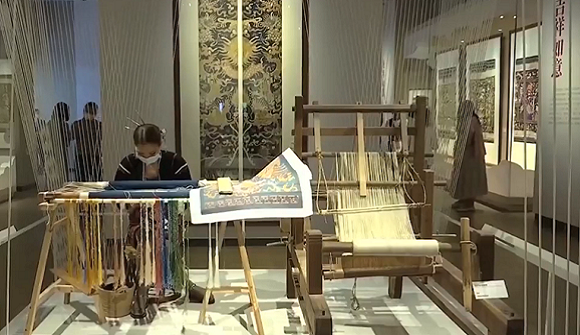 Traditional Beauty: UNESCO-listed Li Brocade craftsmanship lives on in Hainan