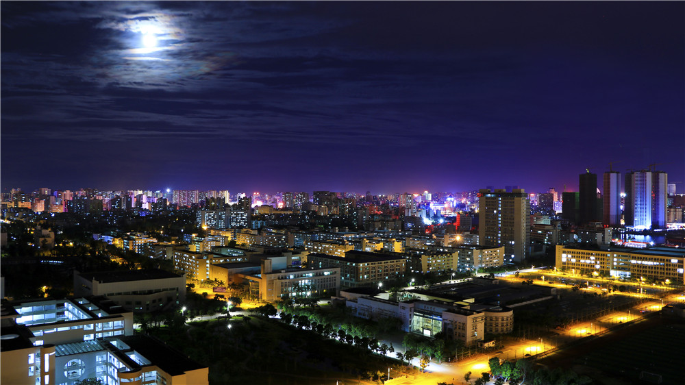 中秋夜景 Night view of the campus.jpg