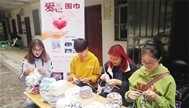 HNU students knit scarves for children in mountainous area