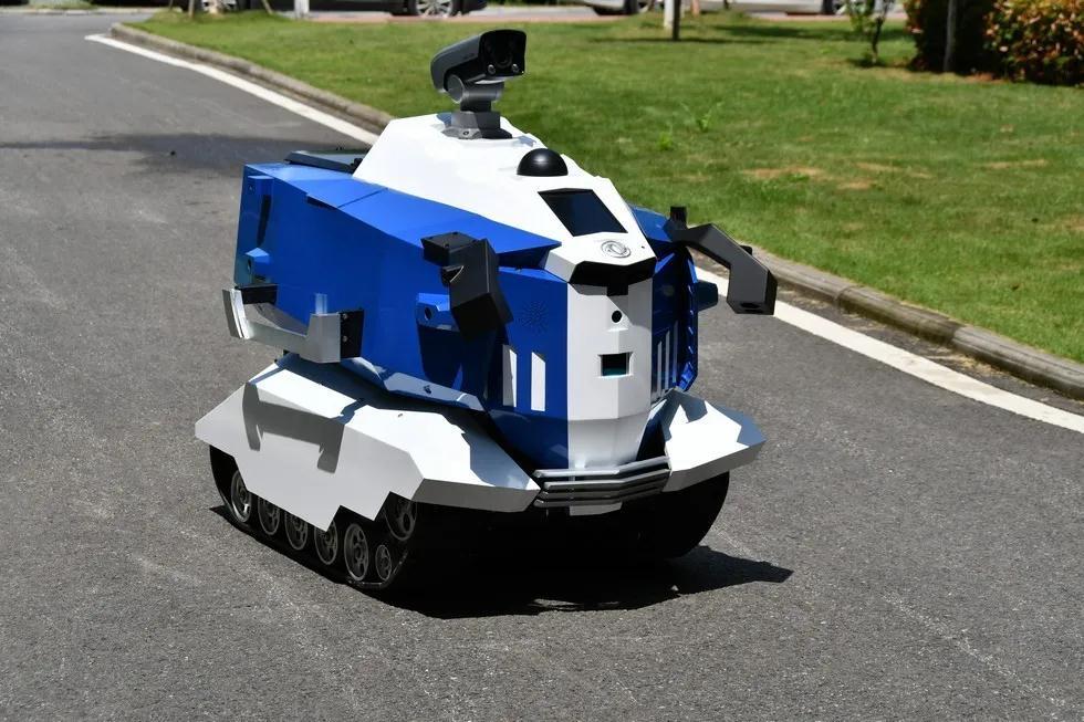 東風Sharing-Smart自動運転清掃車と無人パトカーが登場
