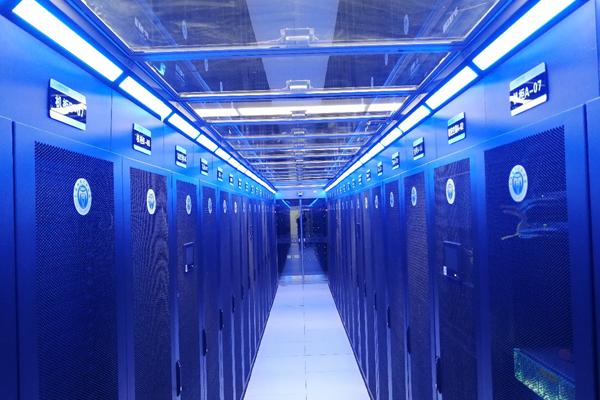 信息计算平台服务器机柜.png
