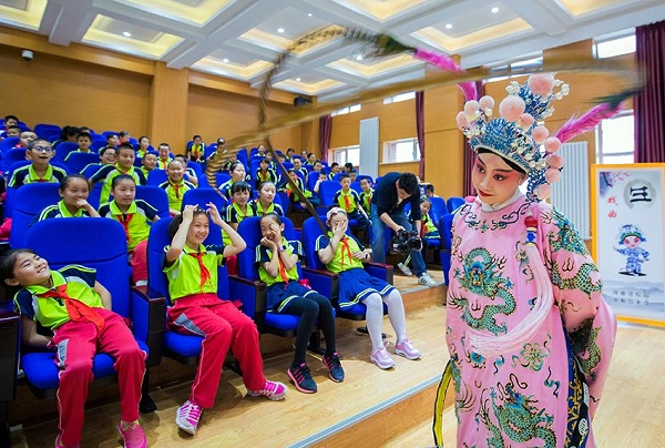 A member of Hohhot National Performing Arts Group performs a Jin Opera in Hohhot.jpg