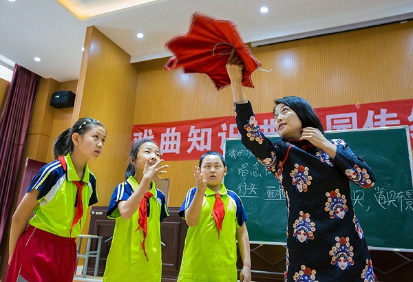 Students learn traditional Chinese drama techniques.jpg