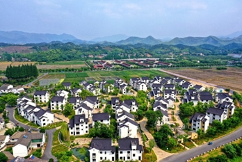 'Two Mountains' theory: Definition and development in Huzhou