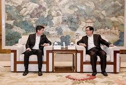 Governor from Ecuador visits Huzhou
