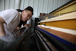 S Korean piano tuner contributes to piano manufacturing in Huzhou