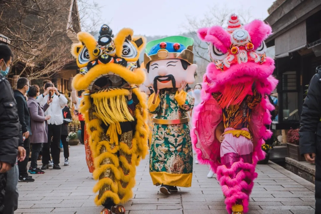 Nianhuawan Chinese New Year festivities draw tens of thousands