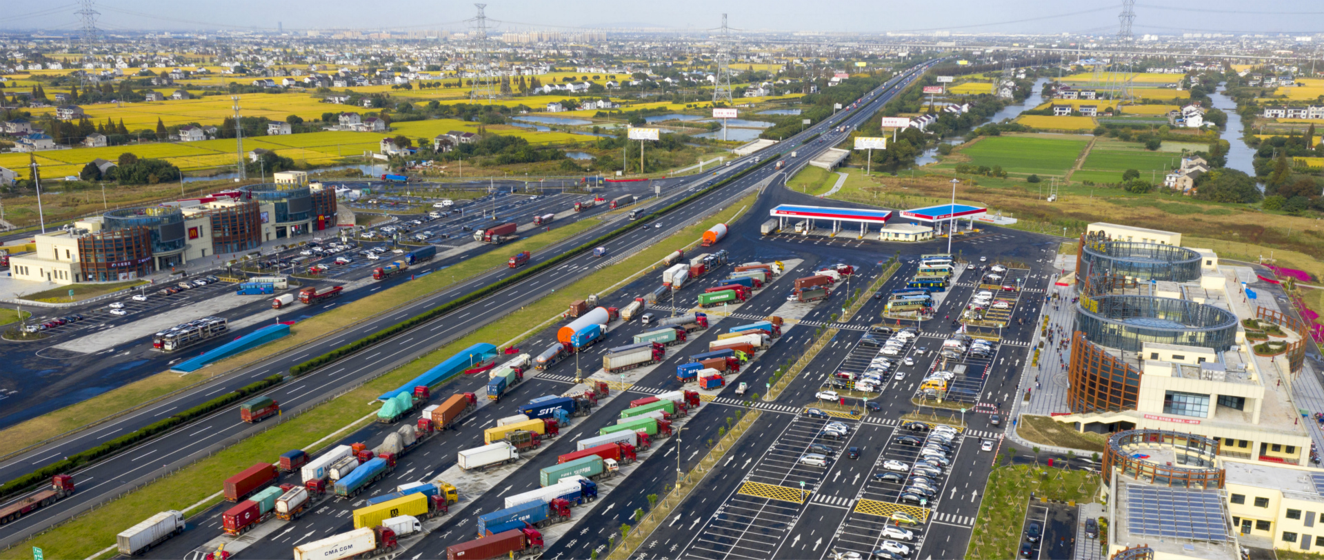New transport hub rises in East China