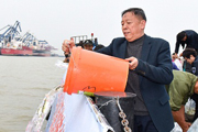 Yangtze protector works to replenish stocks of rare fish