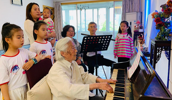 Zhangjiagang residents celebrate Party's birthday in their own ways