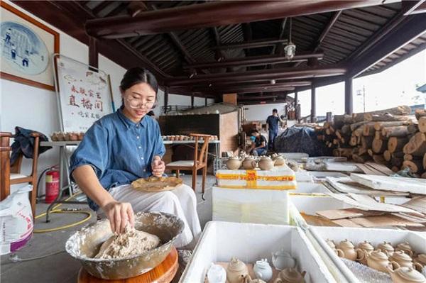 Zhangjiagang's china wins first prize at Yangzhou Expo 2021