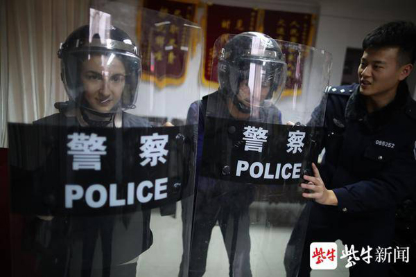 International students from Nanjing Normal University try on police protective gear.jpg