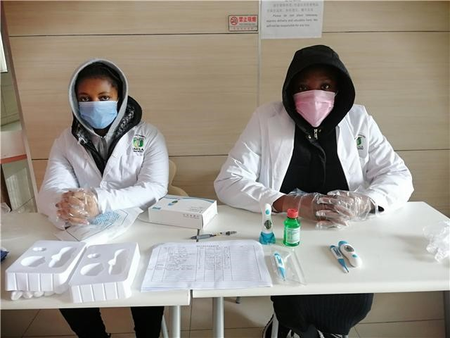 International student volunteers are on service at the school, ready to offer basic medical help.jpg