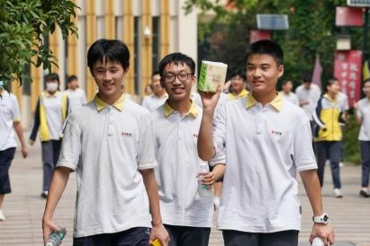 Students returning to Nanjing campuses after outbreak