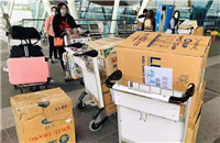 Surgical masks collected through a campaign by Nguyen Thi Lien and her friends in Vietnam are transported to Wuhan, Hubei province, the center of the novel coronavirus outbreak_副本.jpg