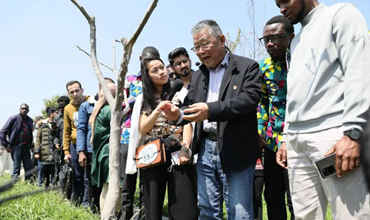 Intl students in Zhenjiang learn from poverty alleviation model