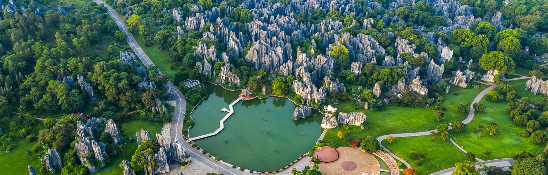 A bird's-eye view of Kunming city_副本.jpg