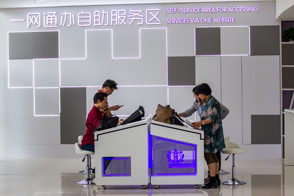 Reforms of permits licenses galvanize Shanghai businesses_副本.jpg