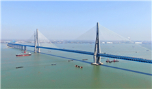 New bridge over Yangtze promises integration