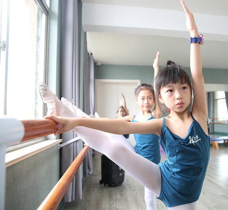 江苏海安:儿童学舞蹈度暑假.jpg