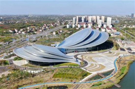 Video: Butterfly-shaped Poly Theater shines in Qidong